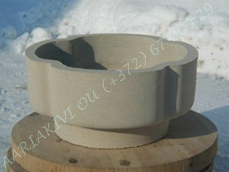 betoonist hauavaas ristik, kõrgus-18cm, läbimõõt-38cm, kaal-14kg b