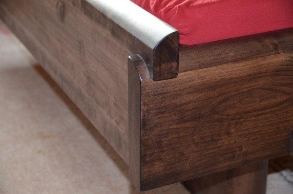 massiivne paks voodi kask