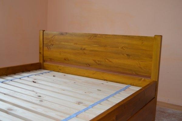 massiivne helepruun kastidega voodi 1