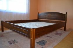 treitud soontega pruun voodi 2