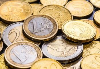 67504576-monnaies-en-euro-une-pièce-de-monnaie-euro-sur-le-premier-plan-