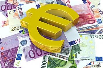 euro_symbol_auf_geldscheinen_445643