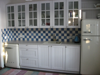 värvitud köögimööbel